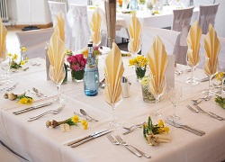 wedding-table-1174135_1920.jpg